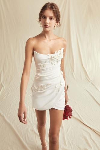 Фото №14 - От классики до экспериментов: 6 главных трендов свадебной моды в 2021 году