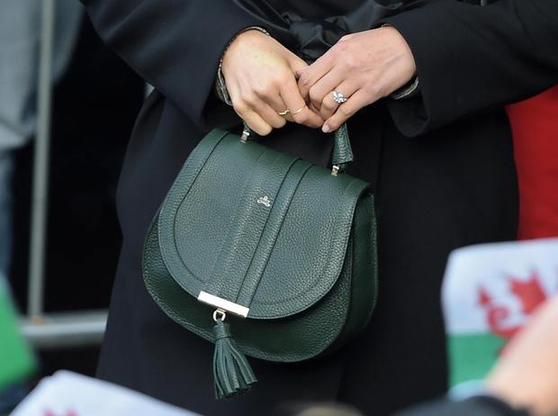 Фото №4 - Герцогиня Камилла купила себе сумку, как у Меган Маркл