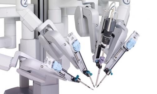 Фото №1 - В Мариинской больнице будут оперировать с роботом da Vinci