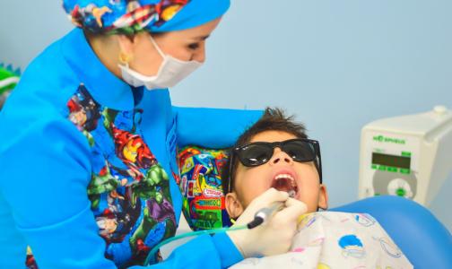 Фото №1 - Российские подростки стали реже чистить зубы