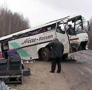 Фото №1 - В Бразилии грузовик врезался в автобус