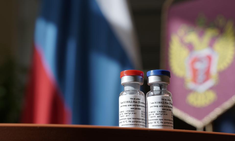 В России появилась первая вакцина от коронавируса: 8 важных вопросов о прививке
