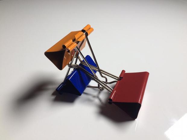 Фото №10 - Лайфхак: подставка для смартфона из офисных зажимов своими руками