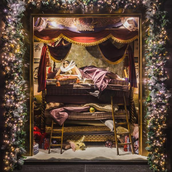 Фото №9 - Из сказки в сказку: 36 волшебных сюжетов в витринах ЦУМа
