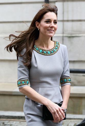 Фото №26 - Было/стало: как дизайнеры перешивают свои наряды ради Кейт Миддлтон