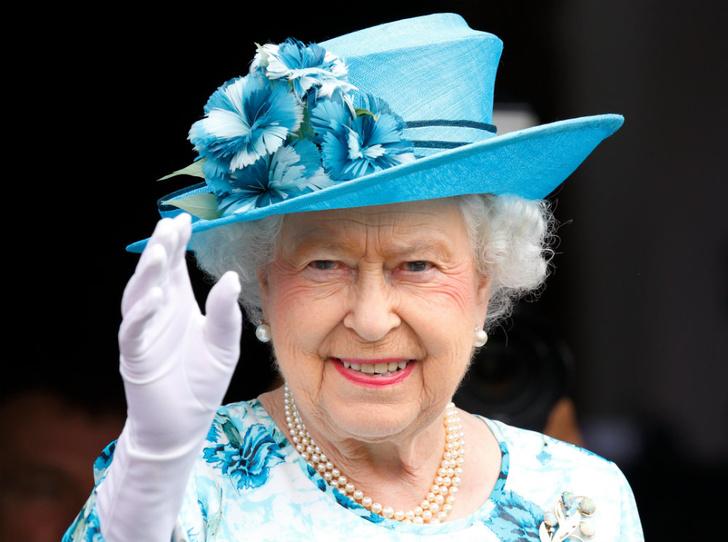 Фото №1 - Не просто аксессуар: почему Елизавета почти всегда носит перчатки