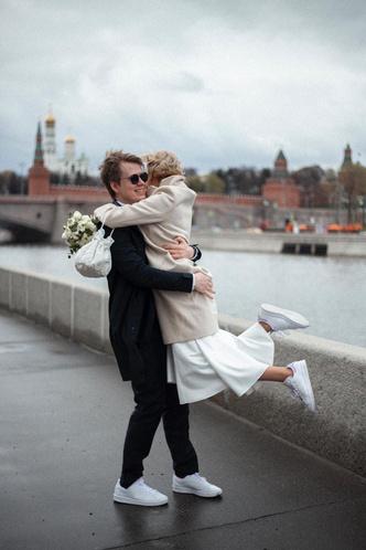 Фото №9 - Как выглядит свадебный альбом пары, которая поженилась онлайн