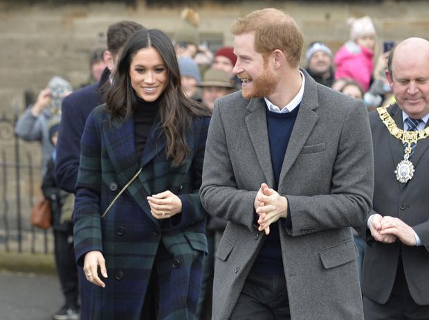 Фото №1 - Принц Гарри и Меган Маркл накануне Дня всех влюбленных приехали в Шотландию