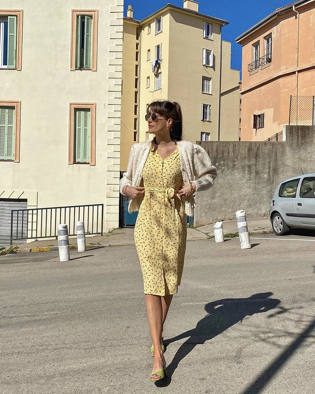 Фото №2 - Цветочное платье + «воздушный» кардиган: идеальный образ Жюли Феррери для романтического свидания