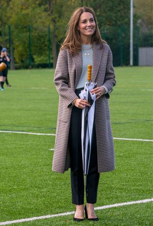 Фото №3 - Осенняя классика: где искать пальто в клетку, как у герцогини Кейт