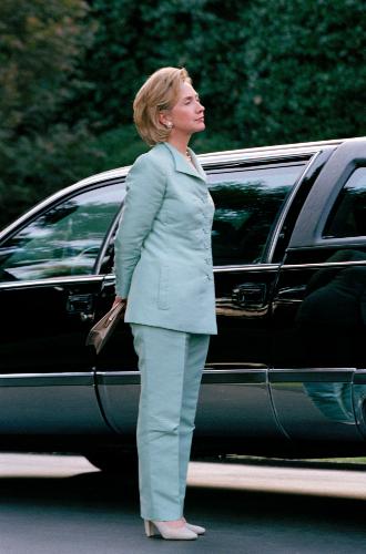 Фото №7 - Брючные костюмы и яркие цвета: модные победы Хиллари Клинтон
