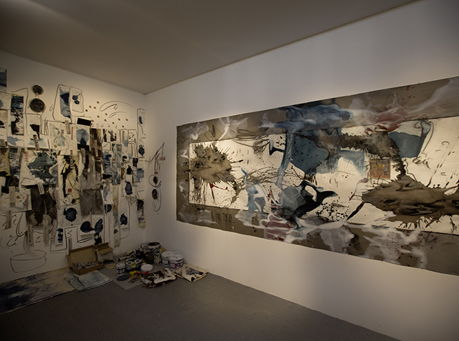Работы художников в павильоне Swatch в Арсенале