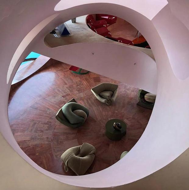 Фото №4 - Дом-пузырь Пьера Кардена снова выставлен на продажу