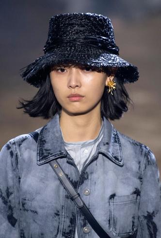 Фото №7 - Шляпы, панамы и кепки: модные головные уборы для лета 2020