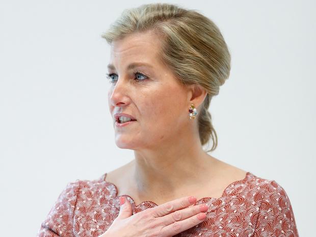 Фото №1 - Помоловочное кольцо Софи Уэссекской: как оно выглядит, и почему графиня его не носит