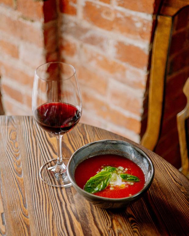 Фото №2 - Не только окрошка: 4 рецепта холодных летних супов