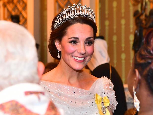 Фото №10 - Диадемы для герцогини: все знаковые выходы Кейт в тиарах