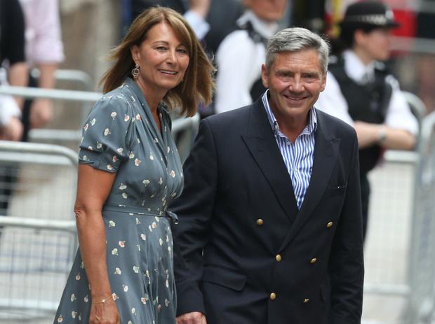 Фото №3 - Виндзоры против Миддлтонов: что принц Чарльз не поделил с мамой Кейт
