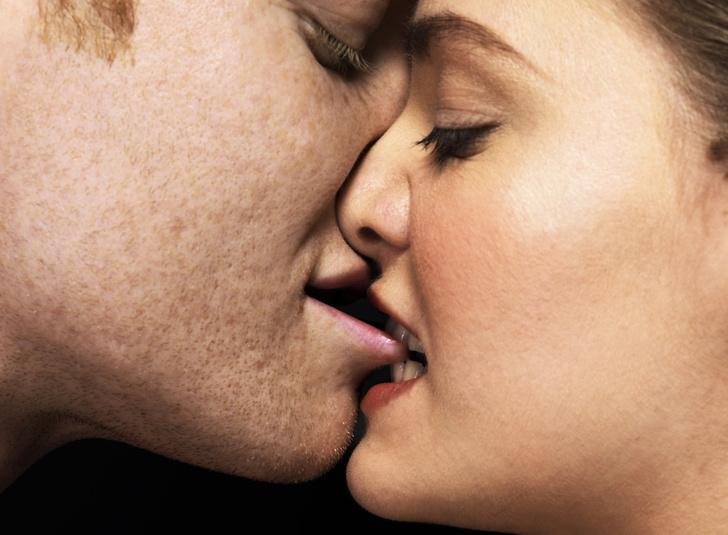 Фото №2 - Как правильно целоваться: 10 секретов идеального поцелуя 💋