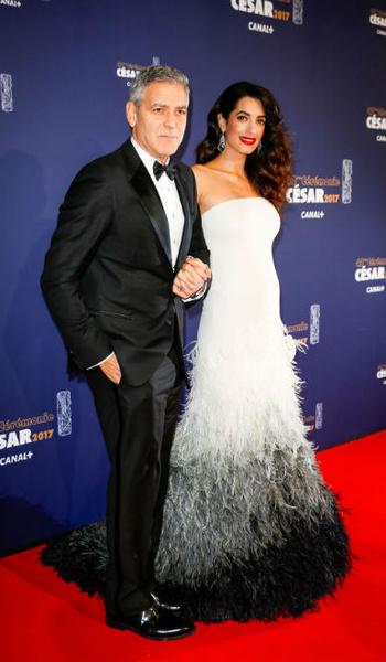 Фото №6 - Всегда безупречна: 11 лучших нарядов беременной Амаль Клуни
