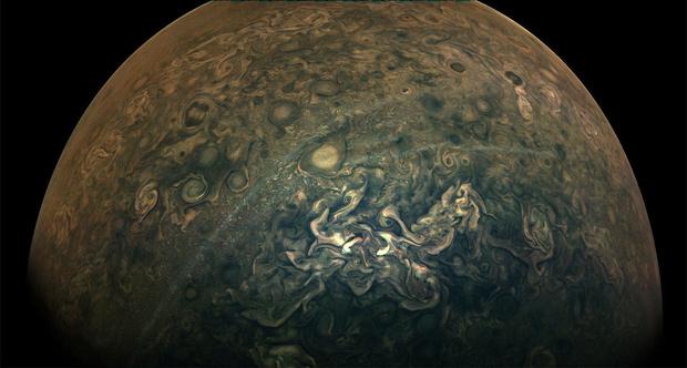 Фото №1 - NASA поделилась новыми фотосъемками поверхности планеты Юпитер