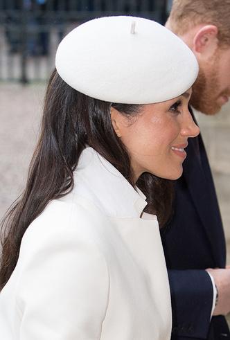 Фото №7 - Меган Маркл на своей первой официальной службе с Елизаветой II