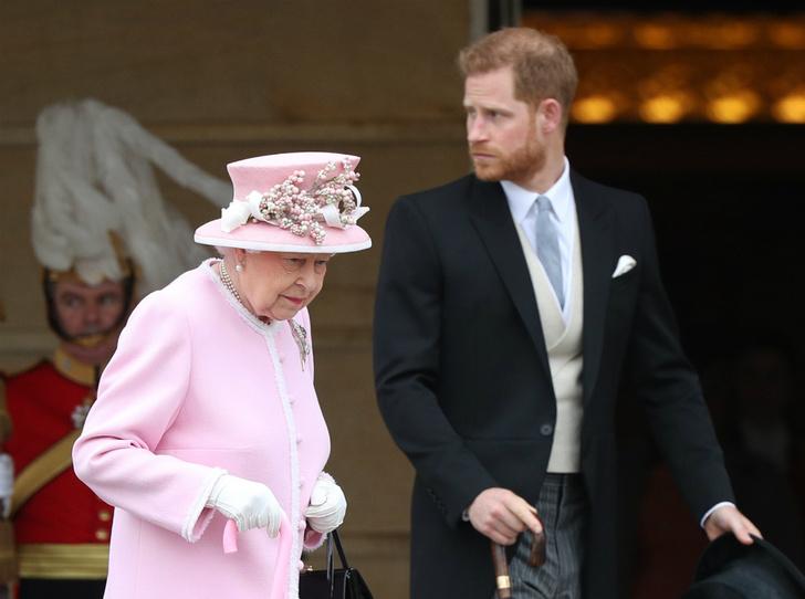 Фото №1 - Предательство Гарри: за что Королева и принц Чарльз не могут простить герцога Сассекского
