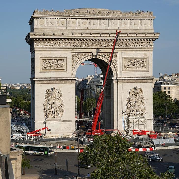 Фото №2 - Триумфальную арку в Париже полностью обернут тканью