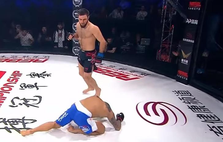 Фото №1 - Красивый нокаут российского бойца MMA с разворота в первом раунде (видео)