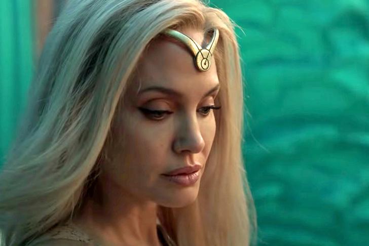 Фото №1 - Анджелина Джоли— зловещая блондинка в первом трейлере «Вечных»