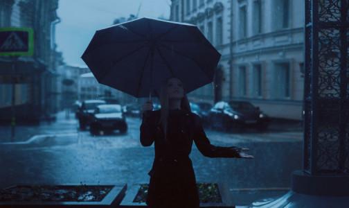 Фото №1 - Врач-дерматолог рассказала об опасности прогулок под дождем