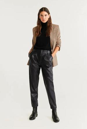 Фото №8 - Босс не будет против: как носить кожаные вещи в офис