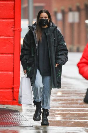 Фото №1 - Самый стильный и практичный зимний образ, который мы видели, составила Розалия