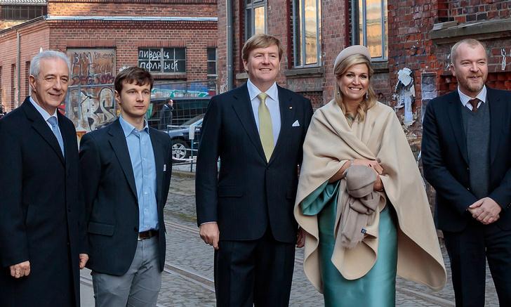 Фото №4 - На фото в статье о королевской чете Нидерландов разглядели русский матерный след