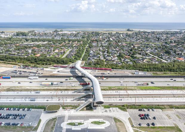 Фото №7 - Изогнутый пешеходный мост в Дании