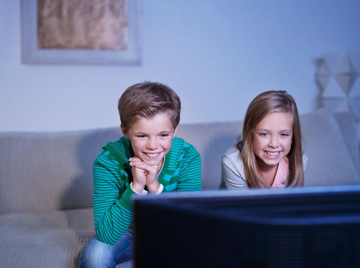 Фото №1 - Никакого телевизора: почему детям все-таки вредно смотреть ТВ