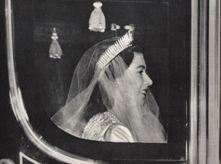Фото №2 - Неприятности невесты: как Елизавета едва не расстроила свою свадьбу