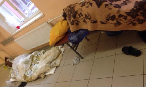 Фото №1 - В неврологии Покровской больницы аншлаг — пациенты готовы лежать на полу