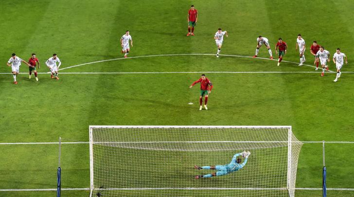 Фото №4 - Минута мячания: пощечина от Рональду, ковидный бардак в Бразилии, сборная России с Карпиным