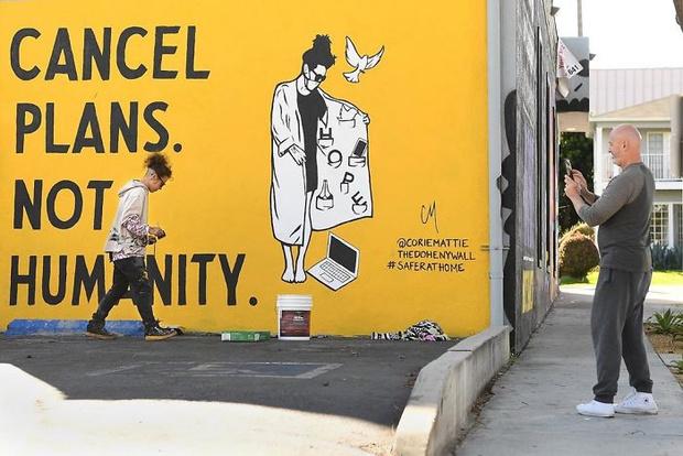 Фото №4 - 20 граффити со всего мира, навеянные коронавирусом