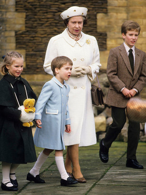 Фото №12 - Самые трогательные фотографии королевских бабушек и дедушек с внуками