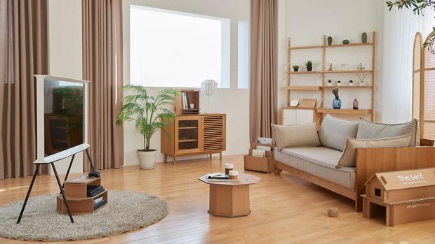 Фото №2 - Из коробок от телевизоров Samsung теперь можно сделать домик для кошки, стеллаж или подставку под Xbox