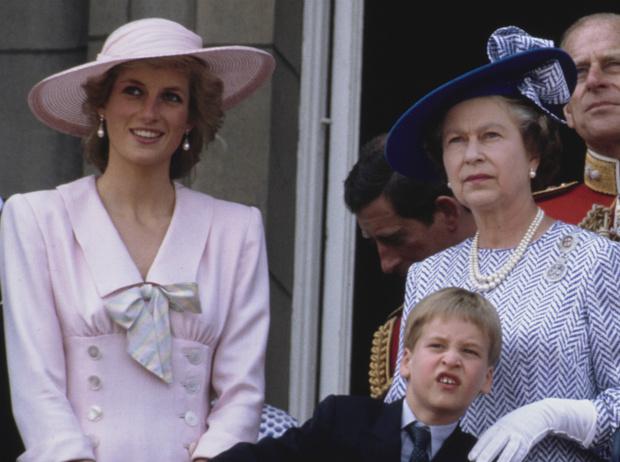 Фото №1 - Такие разные мамы: почему Королеве не нравилось, как Диана воспитывает детей
