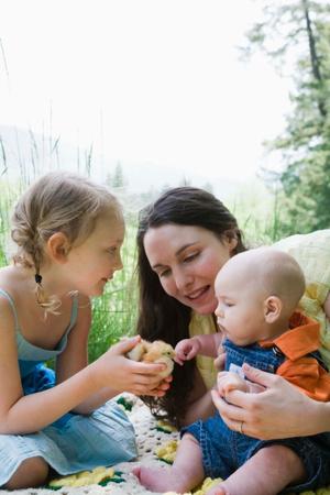 Фото №2 - Когда единственный ребенок становится старшим: проблемы и решения