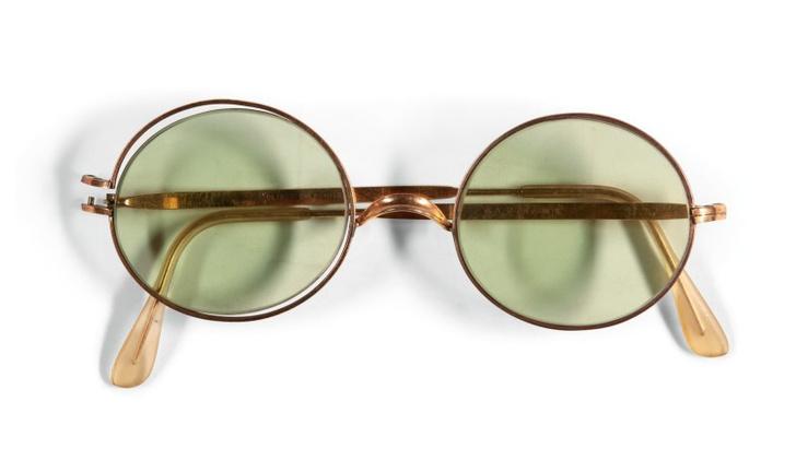 Фото №1 - Круглые очки Джона Леннона ушли с молотка