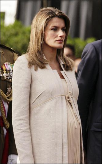Фото №45 - Стильное положение: как одеваются беременные королевы, принцессы и герцогини
