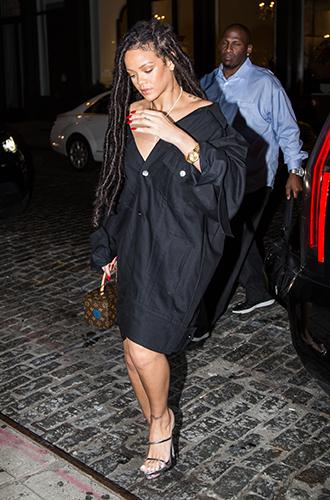 Фото №23 - Это слишком: как Рианна «помешалась» на одежде oversize