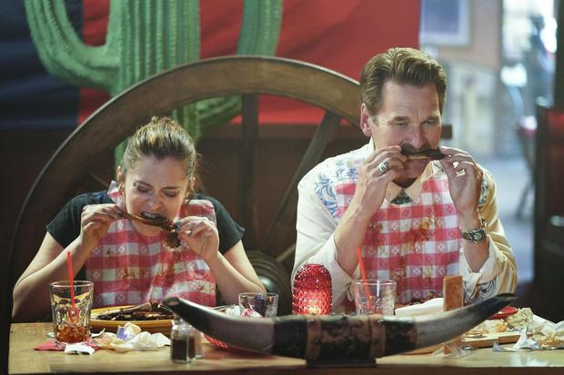 Фото №1 - Почему лучше заранее изучить меню ресторана, прежде чем вести в него девушку
