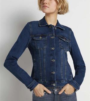 Фото №3 - От длины до декора: 5 главных ошибок при выборе джинсовой куртки