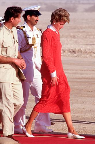 Фото №36 - 60 красных нарядов: как принцесса Диана носила любимый цвет